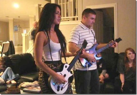 Megan Fox play Guitar Hero